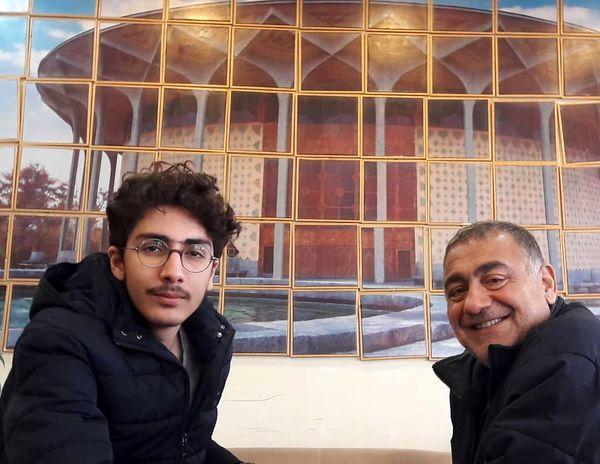 تئاتر بینی آقای بازیگر با پسر جوانش + عکس