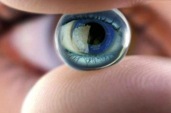 لنزهای چشمی که زیر آفتاب تیره می شوند