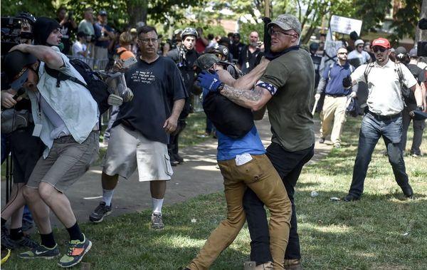مخالفان و هواداران برتری نژادی مقابل کاخ سفید تجمع می کنند