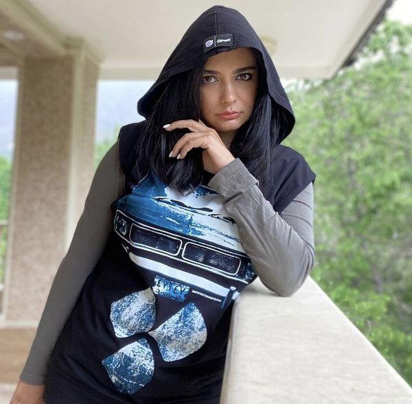 لباس خاص و متفاوت لیندا کیانی + عکس