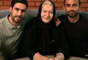عکس دو فوتبالیست معروف باجناق در کنار مادر خانمشان