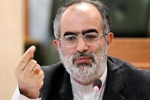 حسامالدین آشنا: انتقام را به جای انتقاد به مدیری دیکته میکنند!