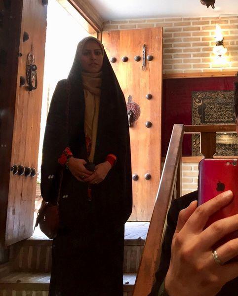 همسر خانم خبرنگار در گوشه ای از تصویرش + عکس