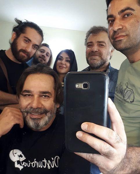داریوش سلیمی و دوستانش در پشت صحنه + عکس