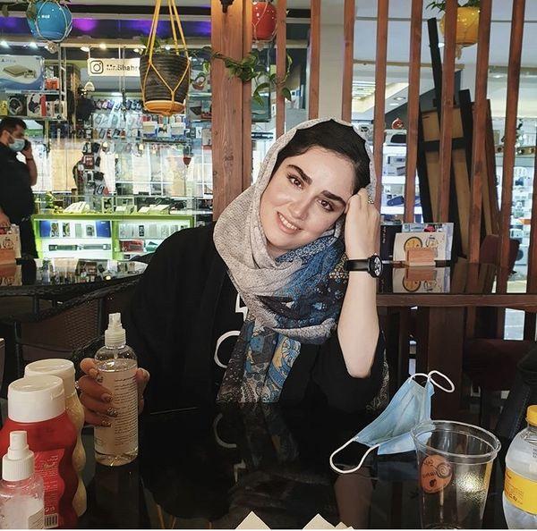 هانیه غلامی در یک رستوران + عکس