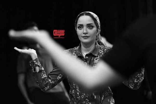 تمرین عجیب بهنوش طباطبایی در صحنه تئاتر+عکس