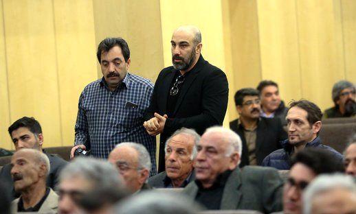 چشمان اشکبار محسن تنابنده در مراسم ترحیم خشایار الوند