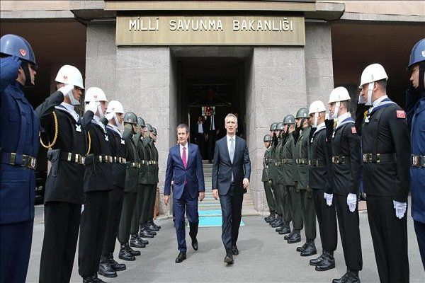 دبیرکل ناتو با وزیر دفاع ترکیه دیدارکرد