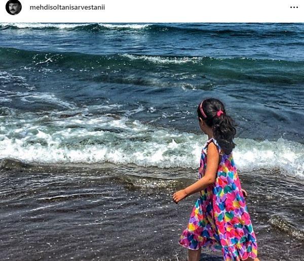 قدم زدن دختر مهدی سلطانی لب دریا