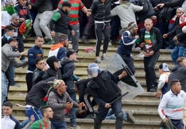 زخمیشدن ۴۰ هوادار و پلیس الجزایر در یک بازی فوتبال