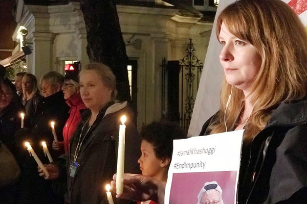 خبرنگاران انگلیسی در مقابل سفارت عربستان در لندن تجمع کردند
