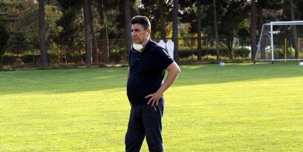 قلعهنویی: افراد نابلد وارد فوتبال شدهاند