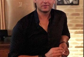 عکس امیرحسین آرمان در خانه اش