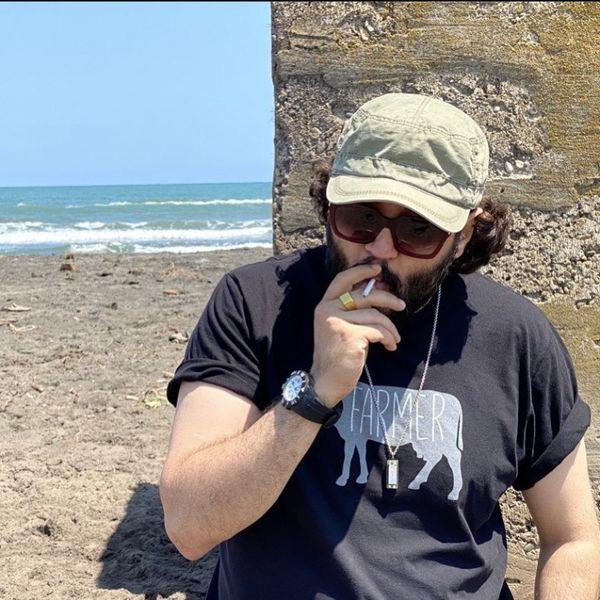 سیگار کشیدن مهران رنجبر لب ساحل + عکس
