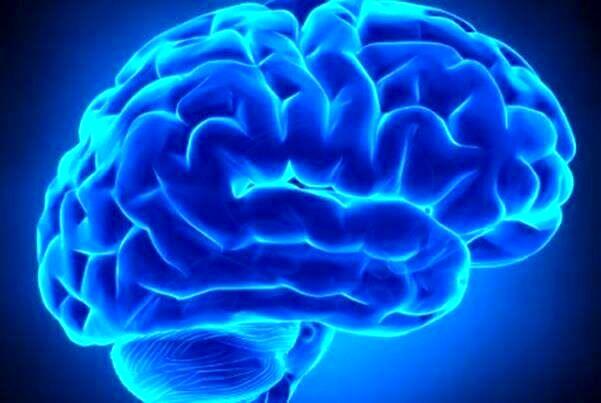 مردی که فقط با نیمی از مغز زنده است!