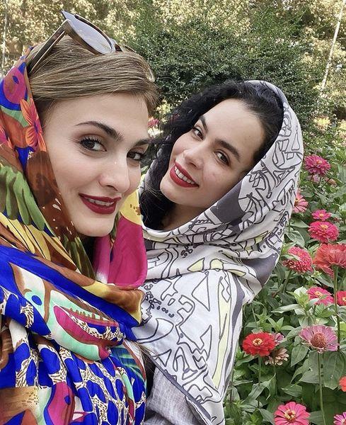 گشت و گذار ملیکا شریفی نیا با دوستش + عکس