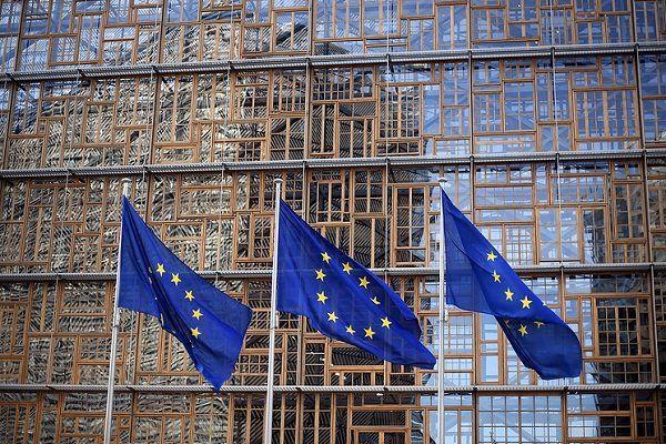 اروپا خواستار اتصال حداقل یک بانک ایرانی به سوئیفت است