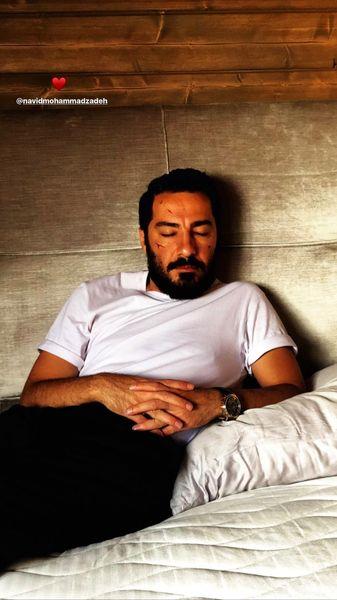 نوید محمدزاده چه شیک خوابیده + عکس
