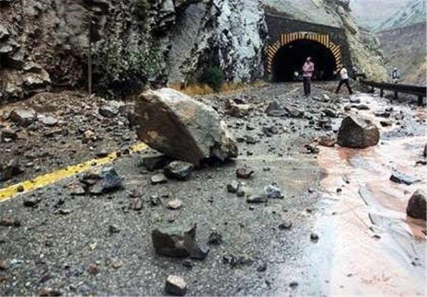 احتمال ریزش سنگ در جاده چالوس