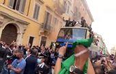 استقبال مردم ایتالیا از فوتبالیستهای کشورشان+ فیلم