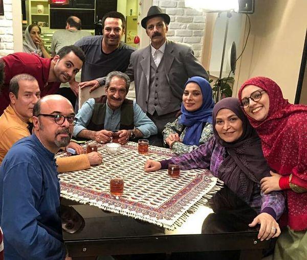 جمعی از بازیگران کمدی در پشت صحنه یک سریال + عکس