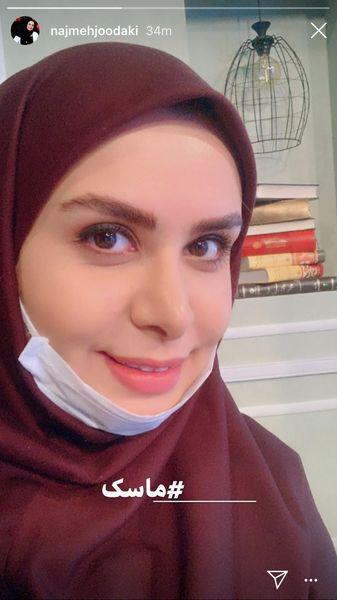ماسک زدن خانم مجری در برنامه تلویزیونی + عکس