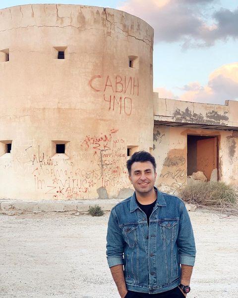گردش آقای خواننده در قلعه جنی+عکس
