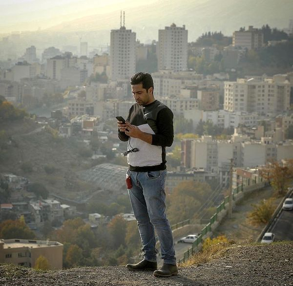 علی سخنگو بر فراز تهران + عکس
