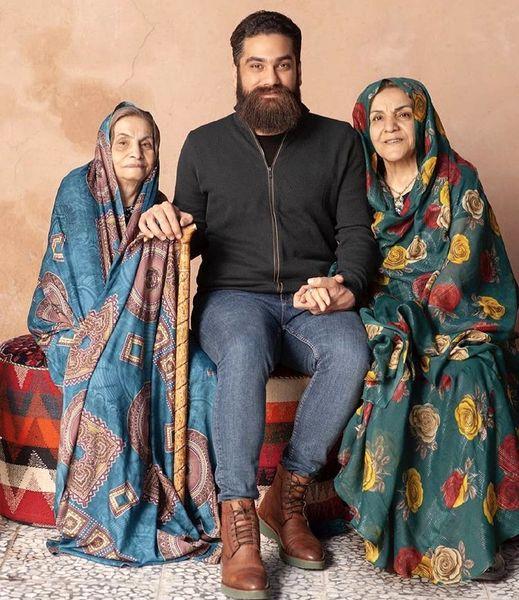 علی زندوکیلی در کنار مادر ومادر بزرگش + عکط
