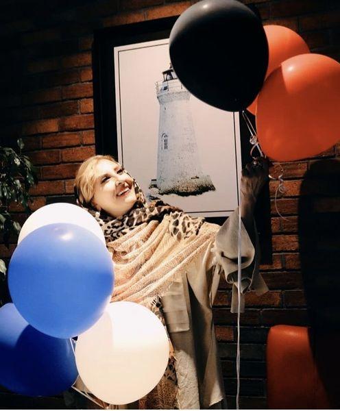 تولد مرجانه گلچین در کافه + عکس