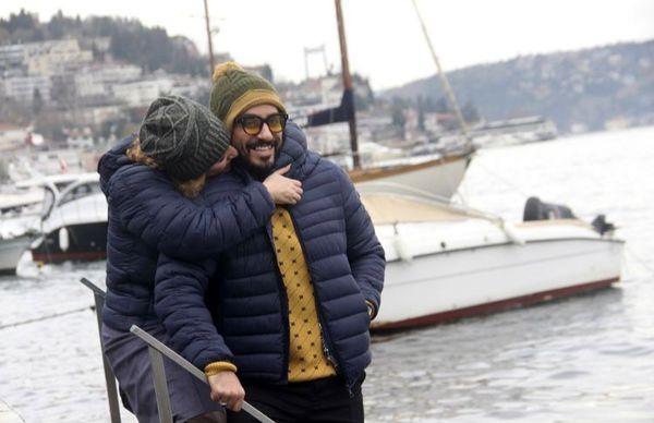 بوسه بازیگر مشهور در ترکیه + عکس