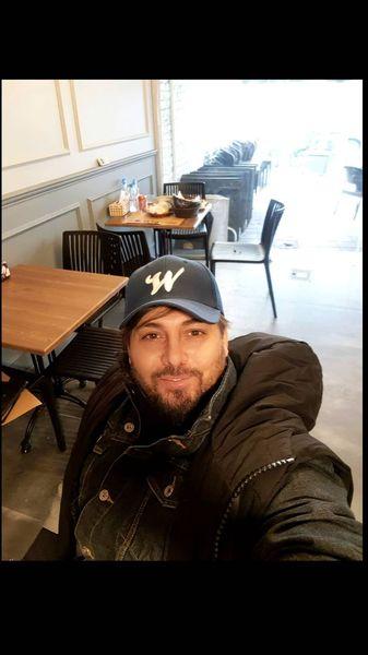 سلفی دانیال عبادی در رستوران + عکس