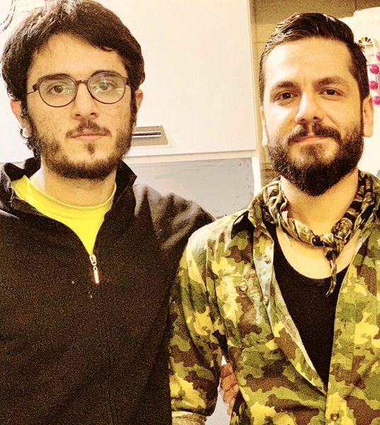 عکس دیدنی از شباهت عباس غزالی و برادرش