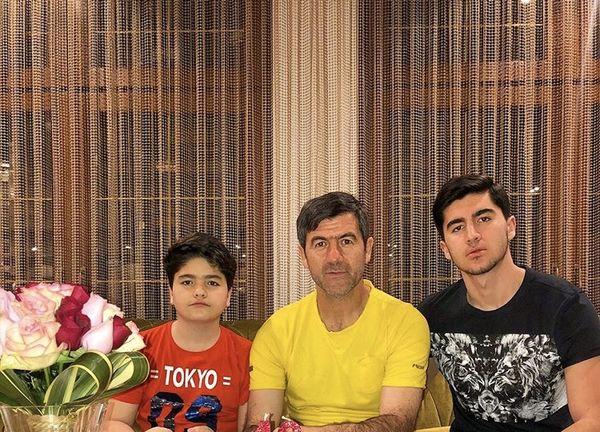 کریم باقری در کنار فرزندانش + عکس