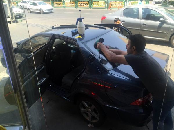 شیشه دودی خودرو یک تخلف رانندگی محسوب میشود
