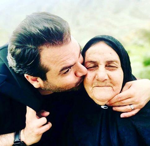 بوسه شهرام قائدی بر گونه مادرش + عکس