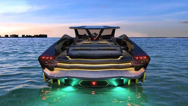 قایقی شبیه به خودروهای داخل خیابان+ فیلم