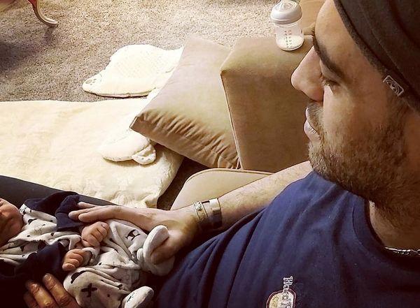 بچه داری کردن پسر داریوش ارجمند + عکس