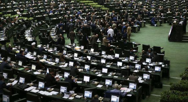 سوال نمایندگان مجلس از روحانی درباره گرانی خودرو، ارز و سکه