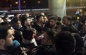 بَلبشو در هنگام خروج بازیکنان تیم ملی از فرودگاه