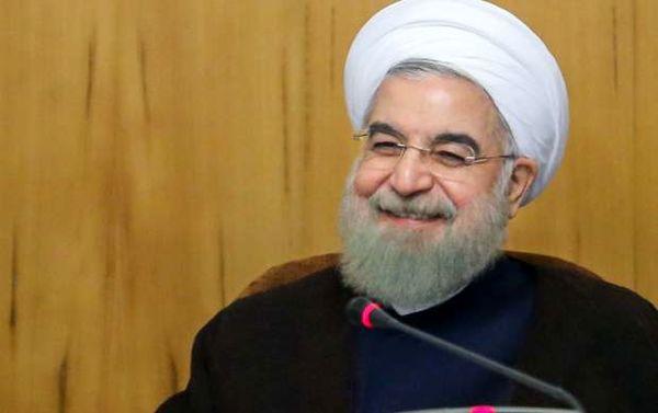 روحانی با شوخی و خنده اشتباه بانک مرکزی را پذیرفت!