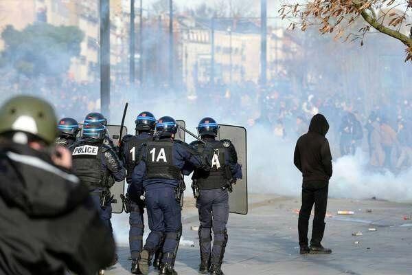 تظاهرات علیه سیاست های مکرون در فرانسه/ 51 نفر بازداشت شدند