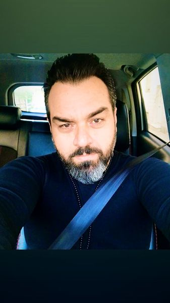 سلفی شهرام قائدی در ماشین شخصیش + عکس