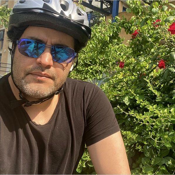 امیرمحمد زند با کلاه دوچرخه سواری + عکس