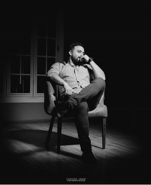 نشستن بابکجهانبخش در تاریکی + عکس