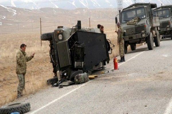 کشته شدن یک نظامی ترکیه ای و زخمی شدن ۴ نفر دیگر