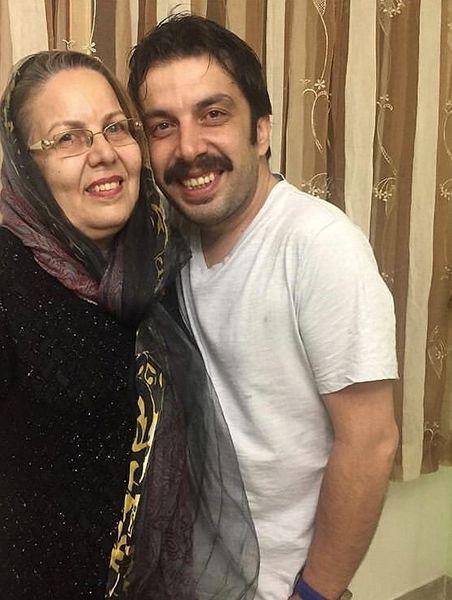 بازیگر آخر خط در کنار مادرش + عکس