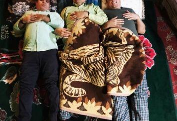 شهاب عباسی و حسین رفیعی با لباس خانه در رختخواب+عکس