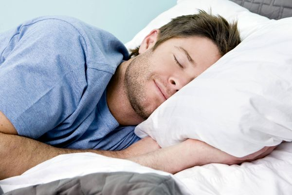 عرق کردن در خواب نشانه چیست؟
