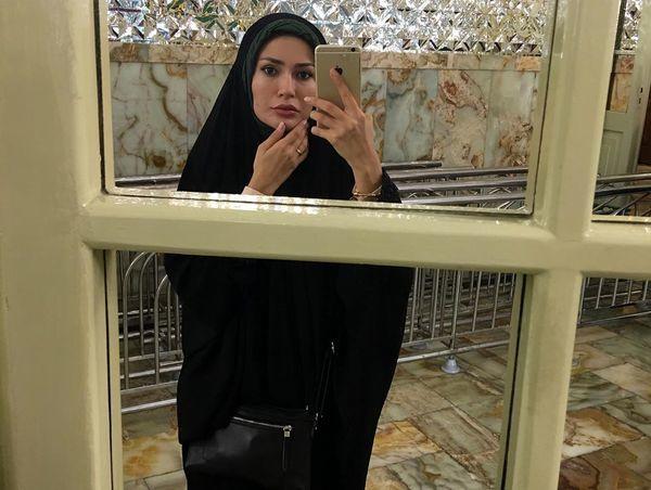 تازه عروس مشهور در حرم امام رضا (ع) + عکس